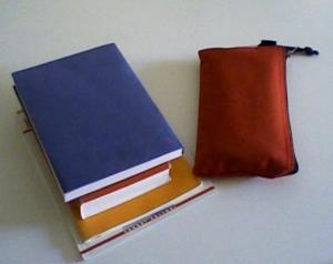 imagen de libros y estuche